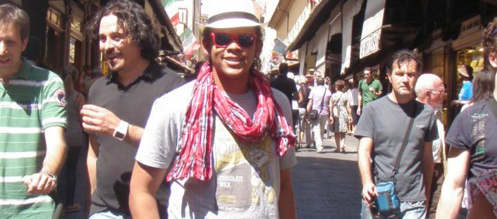 Perseus with a white hat and sunglasses on in the streets of Florence