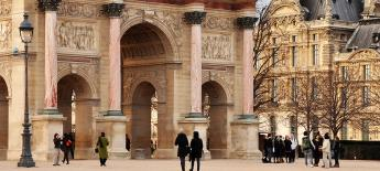 View of the Arc de Triomphe on a bright day